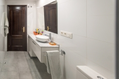 5-Reforma-vivienda-completa-baño-principal-Interiorismo-M2-Al-Detalle1997